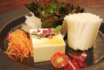 京豆腐と山芋のサクサクサラダ~胡麻醤油ドレッシング~