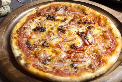Red Onions Spicy Pizza